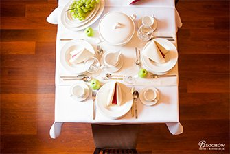 hotel restauracja brochow zdjecie wnetrze ogrod potrawy